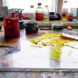 چگونه پاک کننده برای لکه رنگ، روغن و گریس بسازیم؟